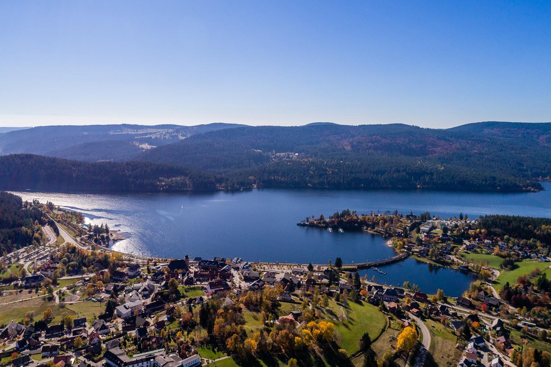 Schluchsee aus der Vogelperspektive - See und Ort