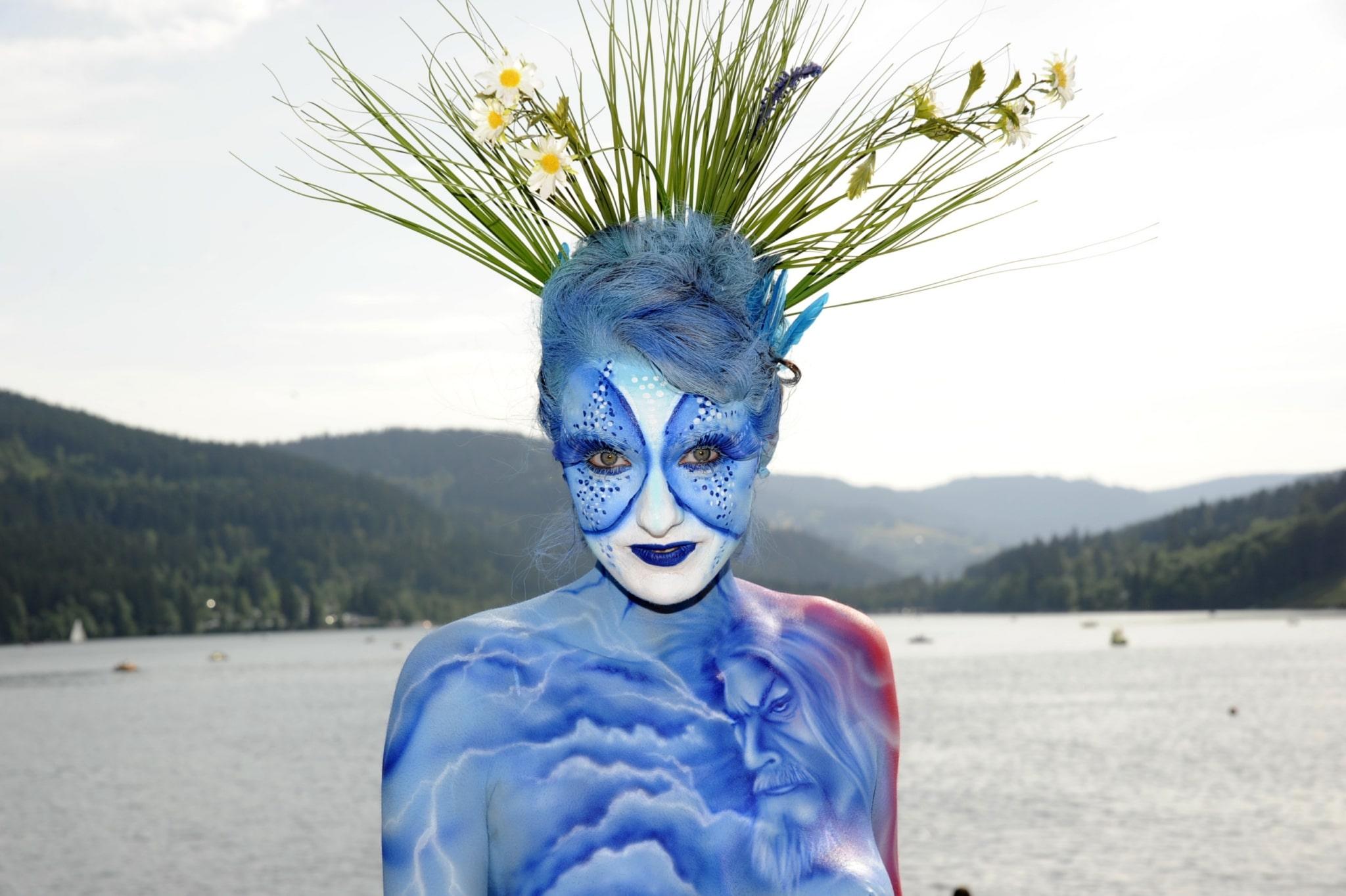 Bemalte Frau beim Bodypainting-Festival am Titisee©HTG