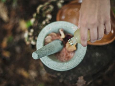 Zubereitung einer ayurvedischen Kräutermischung