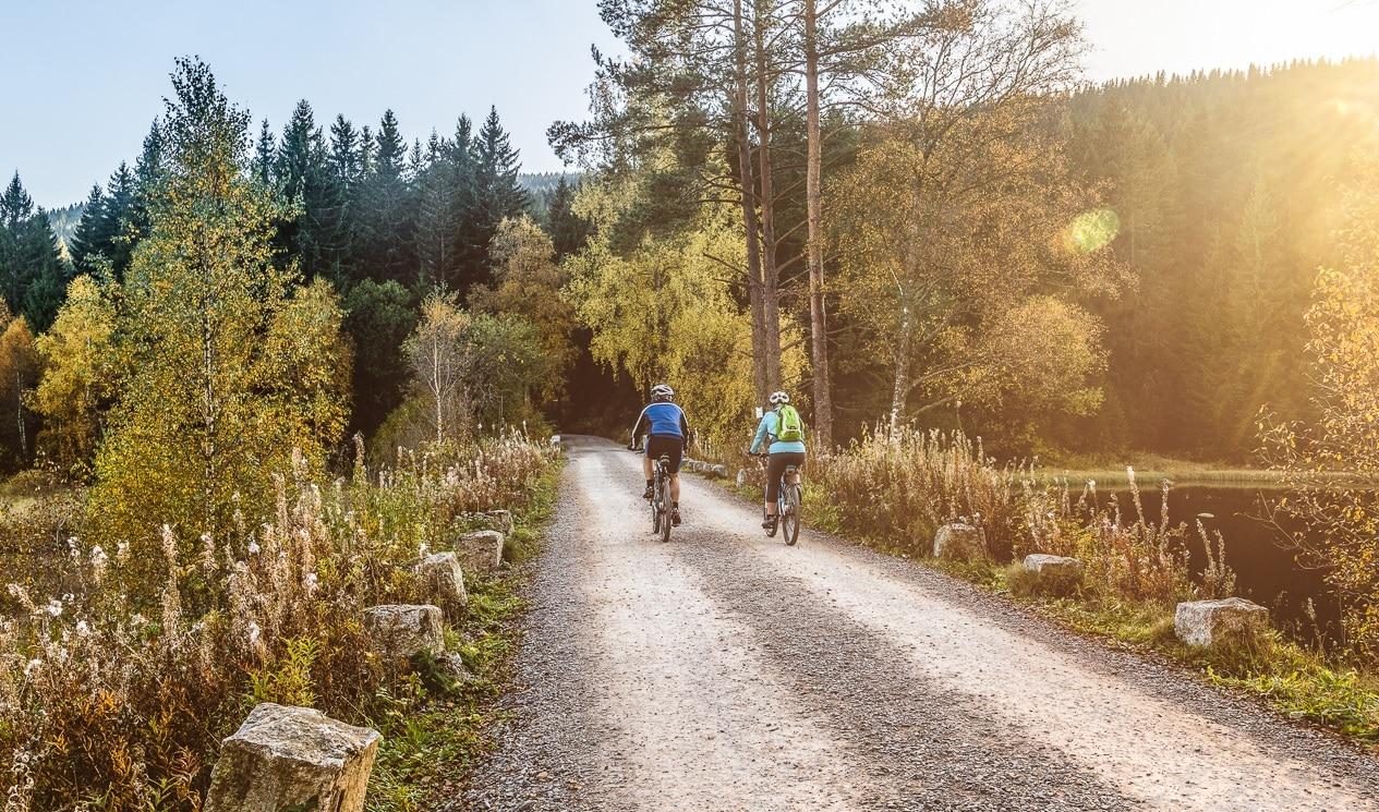 Radfahrer am Schluchsee im Schwarzwald