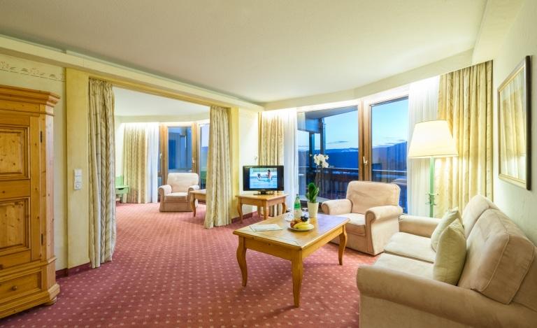 Eigener Wohnbereich im Hotelzimmer