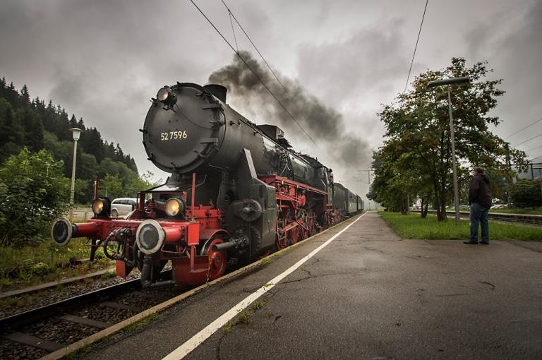 Dampfeisenbahn am Bahnsteig