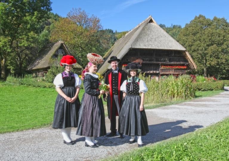 Trachtengruppe im Freilichtmuseum Vogtsbauernhöfe ©HTG