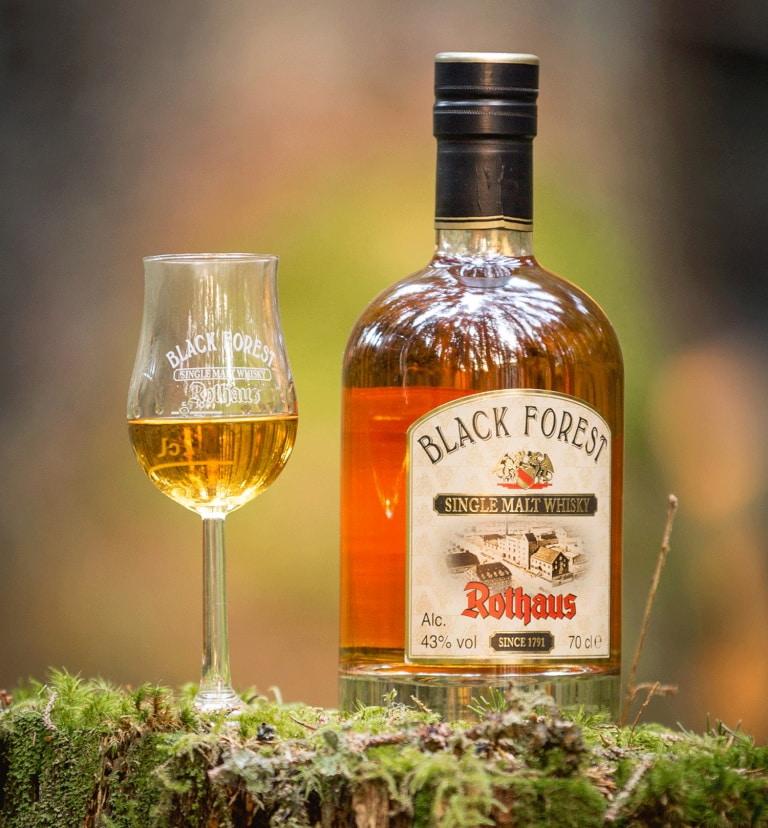 Black Forest Single Malt Whisky mit Glas
