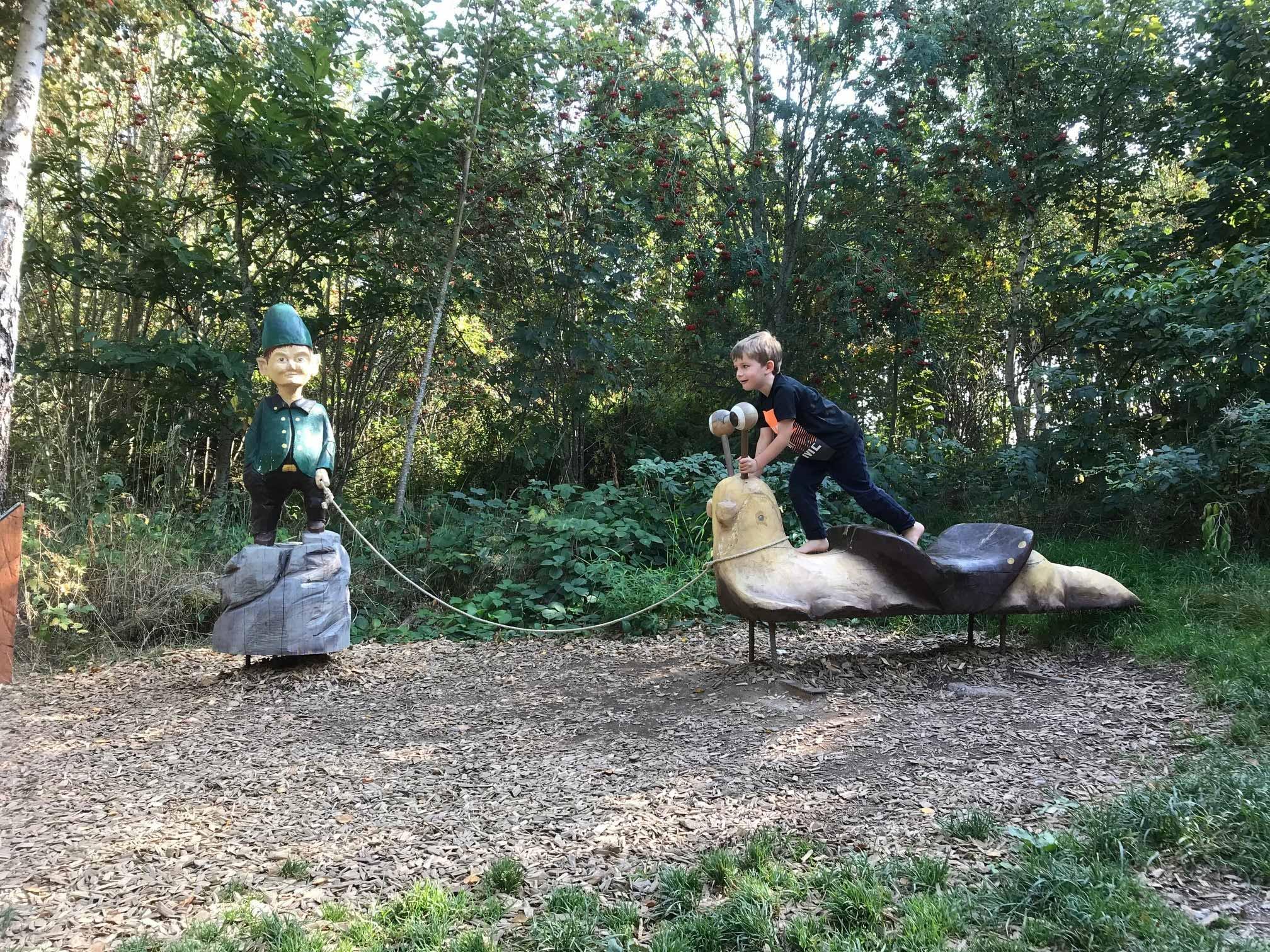Schlühüwanapark Wichtel mit Schnecke