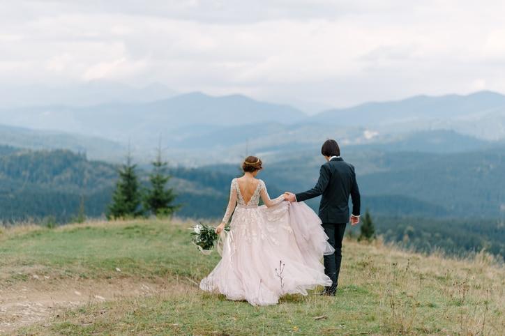 Brautpaar in den Bergen