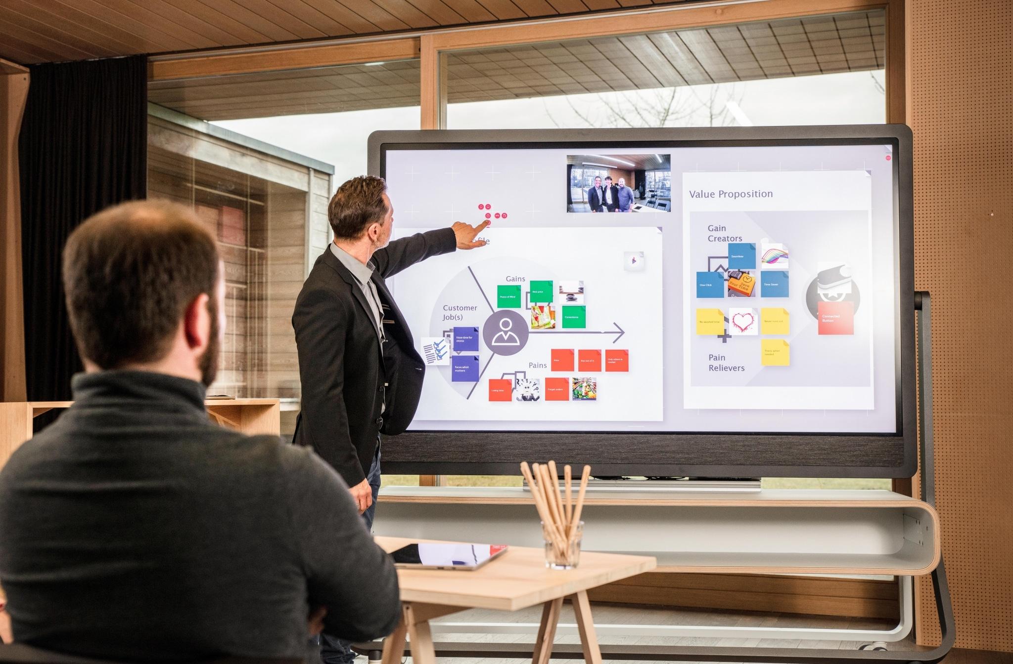 Weframe Screen mit Moderator und Teilnehmer